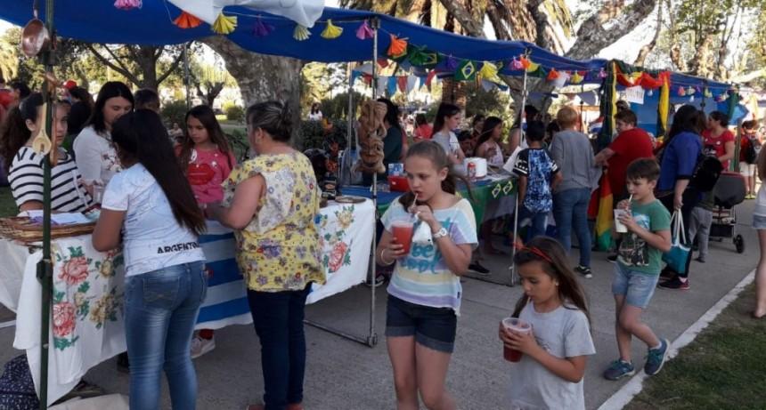 La EP N.º 54 desarrollo con éxito la 1º fiesta de colectividades latinoamericanas