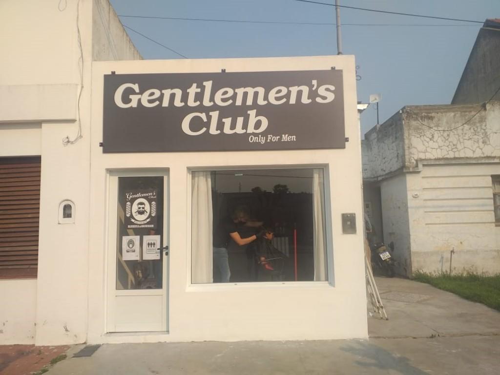 Abrió sus puertas la barbería Gentlemen's Club