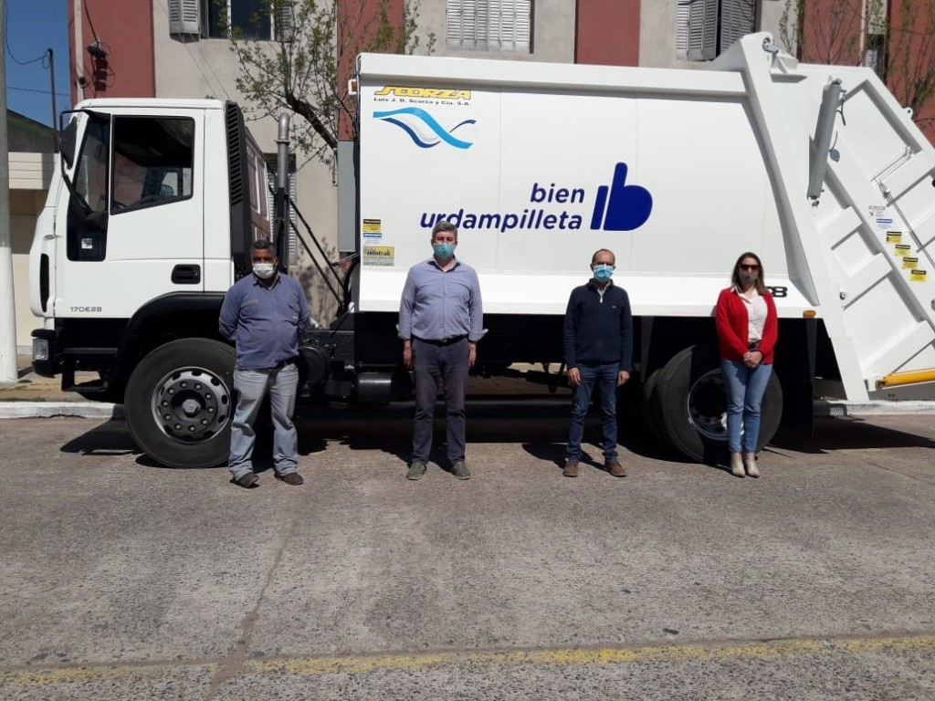 El intendente Pisano hizo entrega de un camión recolector cero kilómetro al Delegado