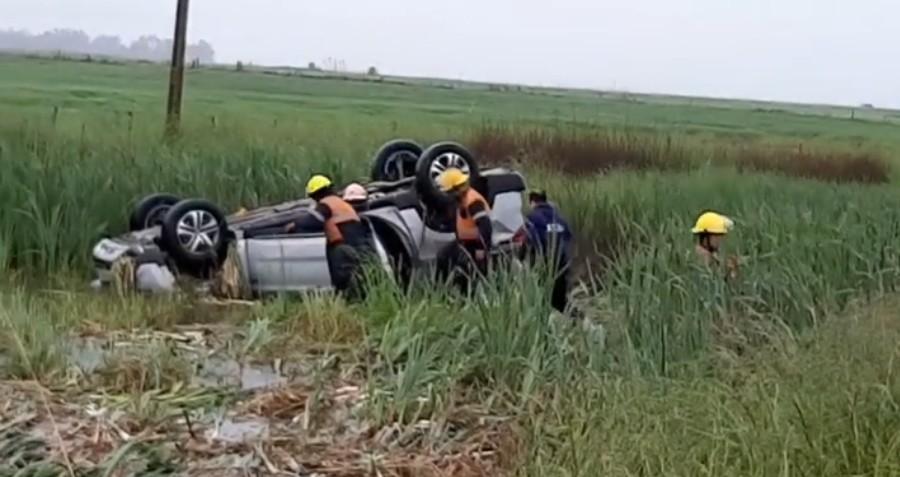 Este domingo: despiste y vuelco de una camioneta en Ruta 65