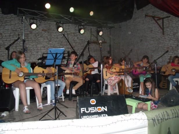 Música Felicidad: La escuela brindó un concierto inolvidable en el CAU