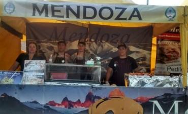 Expositor de Mendoza en la Fiesta de las Colectividades