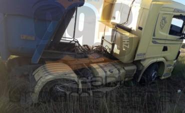Vuelco de un camión batea en ruta provincial 65