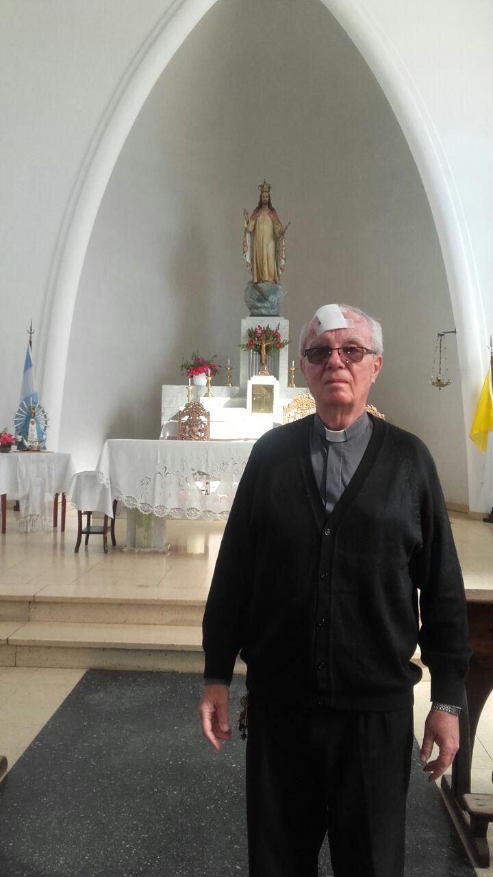 Parroquia 'Cristo Rey': Comenzaron a colocar los nuevos vidrios en los ventanales