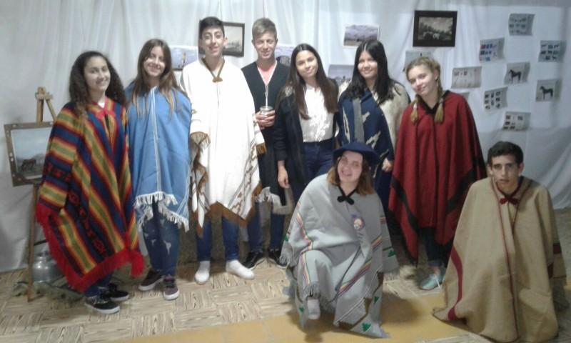 Escuela Secundaria N° 3 festejo el 'Día de la Tradición'