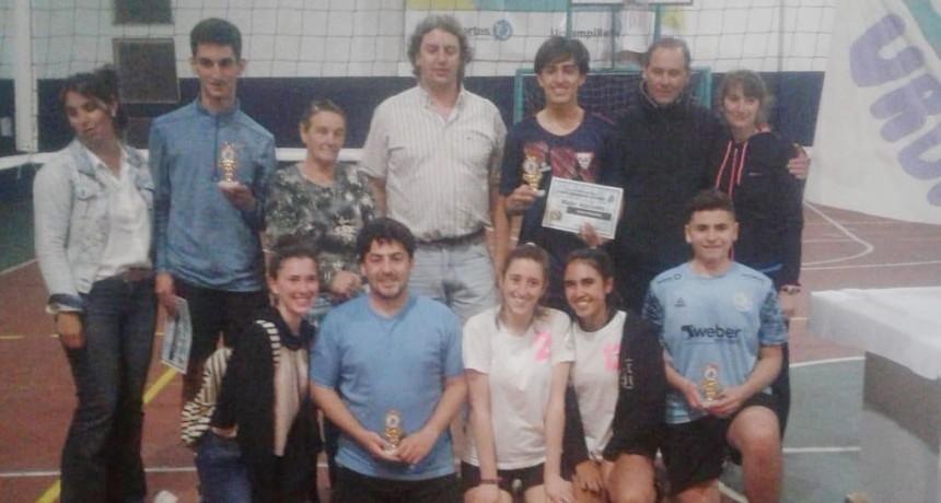 Las brujitas de Gentile se consagraron campeonas del torneo comercial de voley 'Eduardo Gómez'