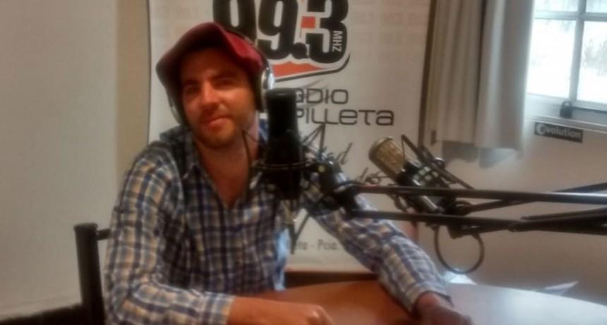 Forestello y Coviella Folclorearon Bien Temprano para Radio Urdampilleta