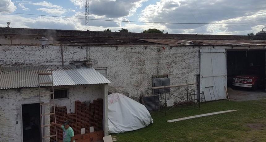 Pirovano: Comenzó el recambio del techo del cuartel de Bomberos Voluntarios