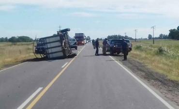 Ruta 65: Demoras en el tránsito por el vuelco de un acoplado chico