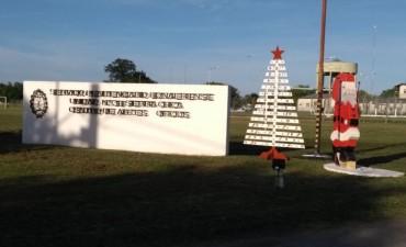 Colores navideños en la entrada de la Unidad 38