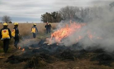 Los Bomberos de Urdampilleta asistieron a una quema de pastizales