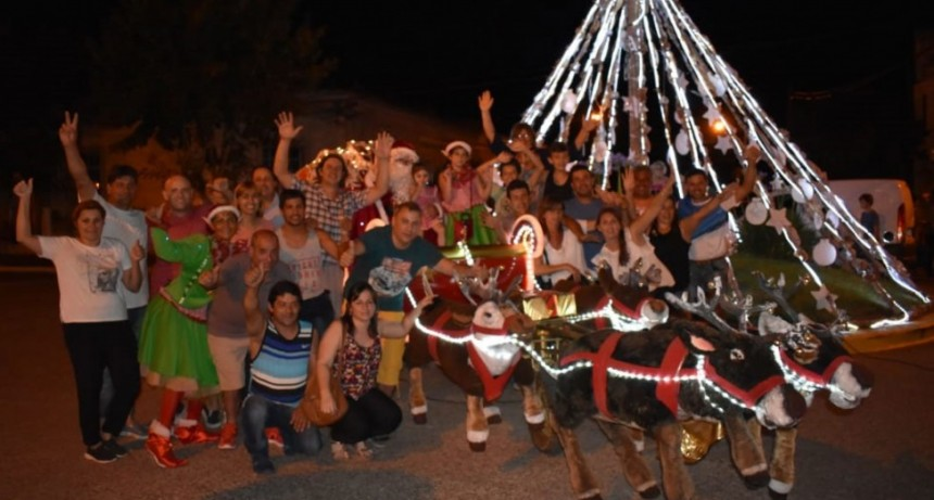 Papá Noel, su trineo y su magia llegaron a la localidad en la noche de navidad