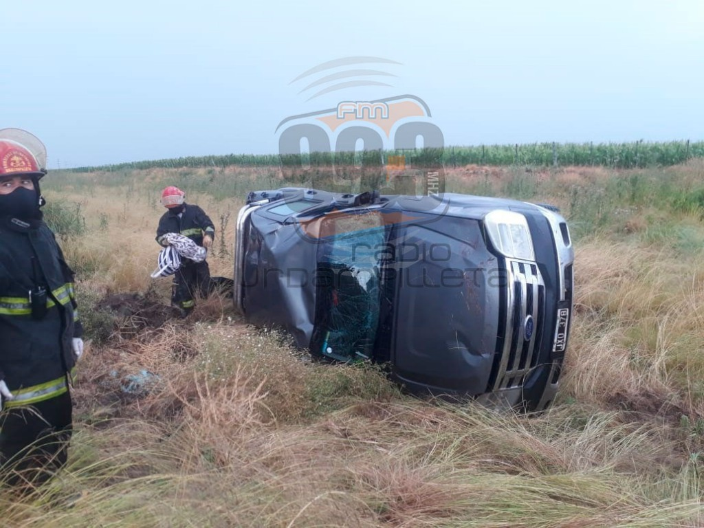 Ruta 65: Se registró un despiste y posterior vuelco de una camioneta